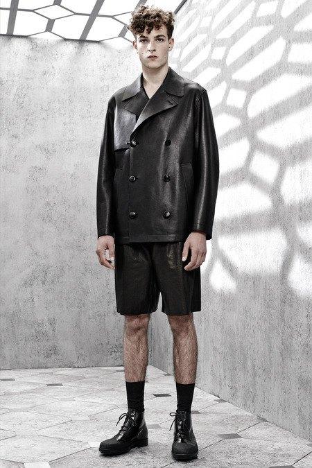 Французский бренд Balenciaga опубликовал лукбук новой коллекции. Изображение № 19.