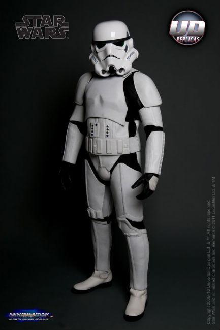 Мотоциклетный костюм, вдохновленный дизайном имперского штурмовика из «Звездных войн». Изображение № 3.