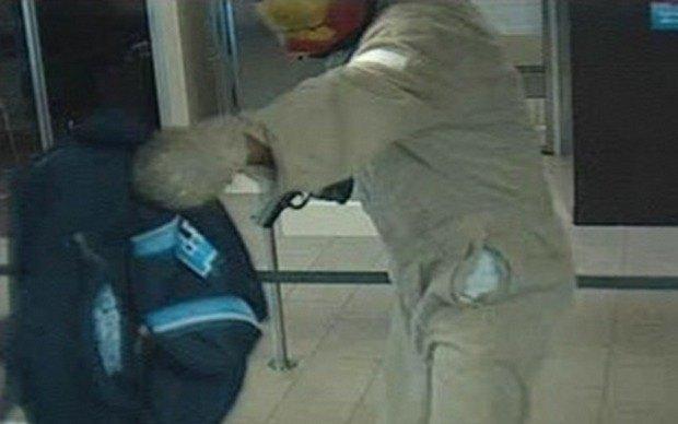 Железный человек ограбил банк во Флориде. Изображение № 3.