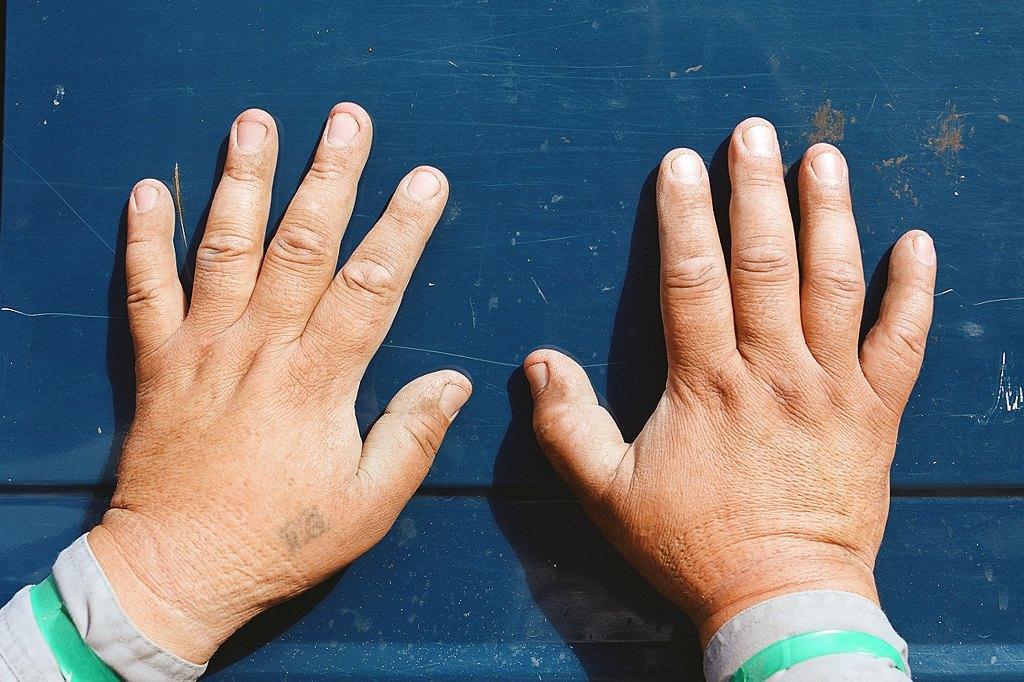 Нейл-арт недели: Руки московских рабочих. Изображение № 9.