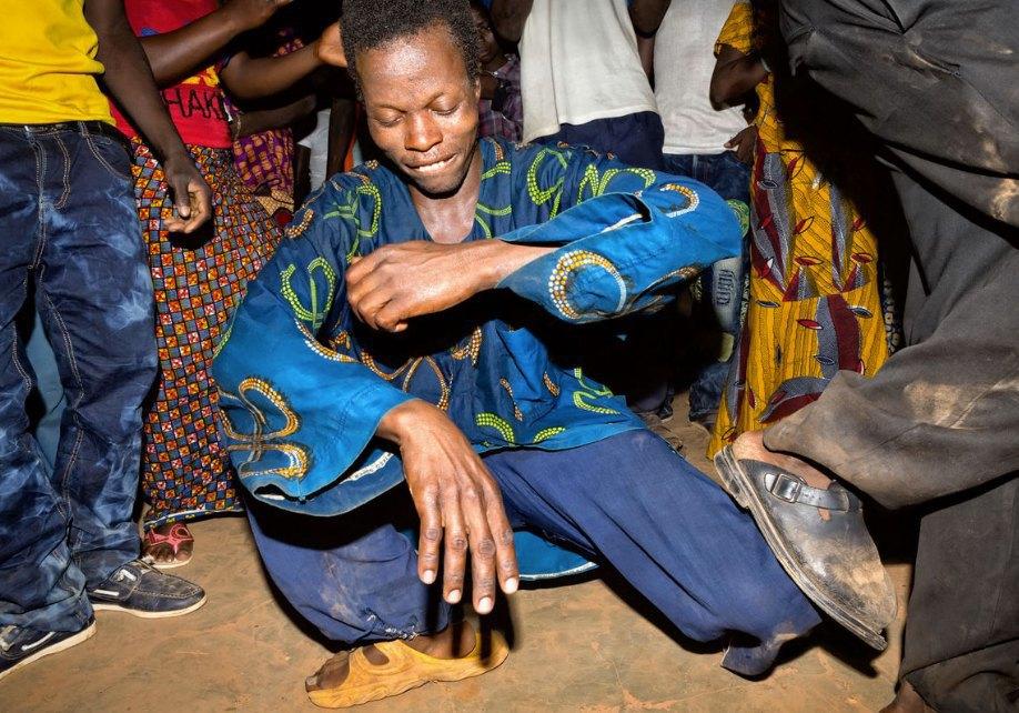 Мы хотим танцевать: Как выглядит сельская дискотека в Африке. Изображение № 23.