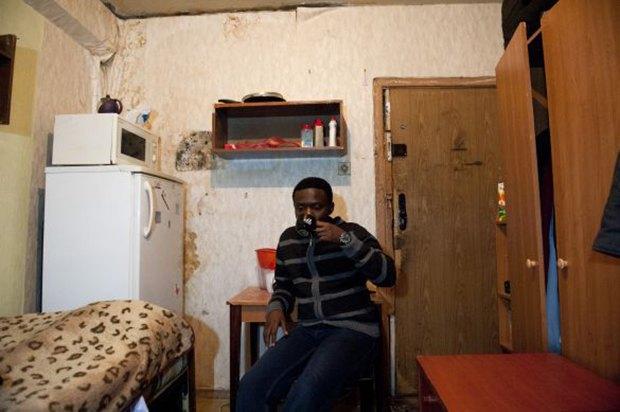 Фотограф Паскаль Дюмон заснял жизнь в студенческих общежитиях в Москве. Изображение № 1.