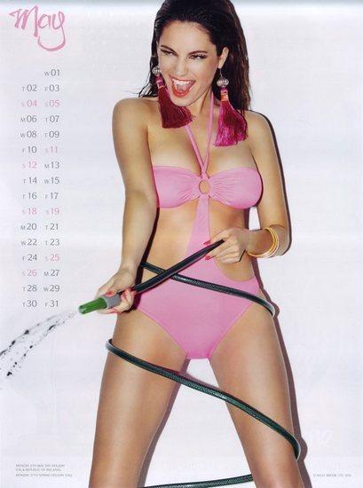 Актриса и модель Келли Брук выпустила собственный эротический календарь. Изображение № 6.