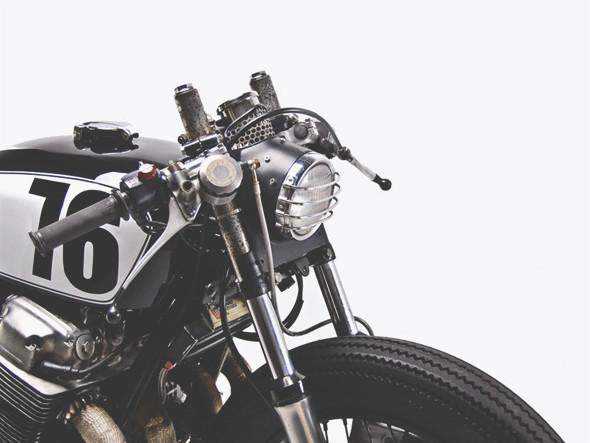 Новый каферейсер Honda CB750 мастерской Motohangar. Изображение №4.