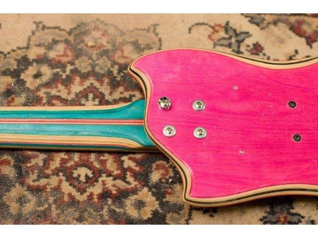 Аргентинская мастерская создает электрогитары из старых скейтбордов. Изображение № 6.