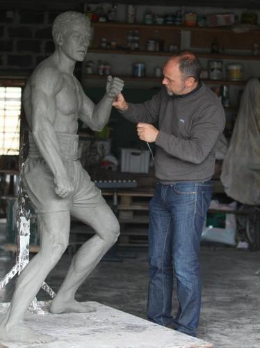 В Брюсселе открылся памятник Жан-Клоду Ван Дамму. Изображение № 6.