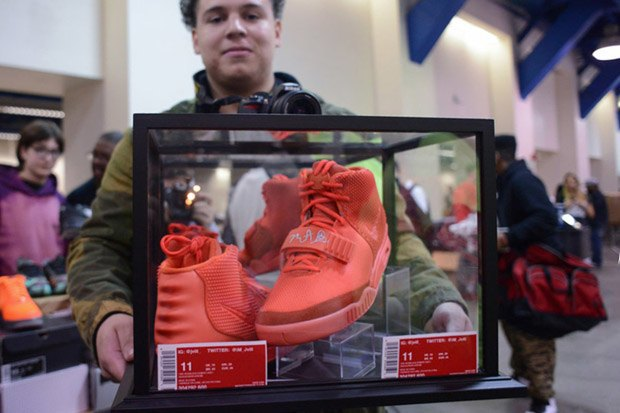 В The New York Times появилась статья о чёрном рынке кроссовок. Изображение № 1.