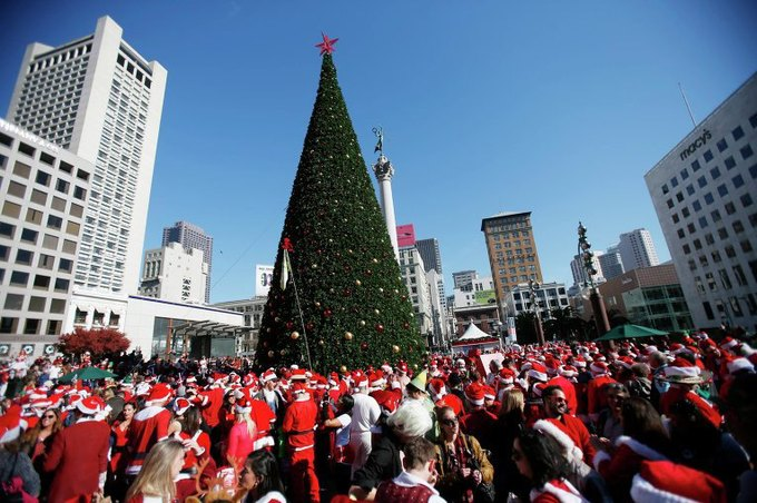 В Нью-Йорке произошла массовая драка Санта-Клаусов. Изображение № 1.
