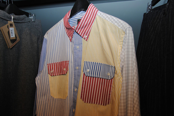 Рубашку, похожую на лоскутное одеяло из-за того, что все части из ткани разных цветов, придумал не Макнейри, но тот весьма удачно повторил.. Изображение № 17.