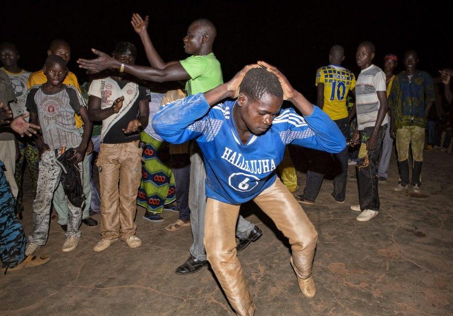 Мы хотим танцевать: Как выглядит сельская дискотека в Африке. Изображение № 2.