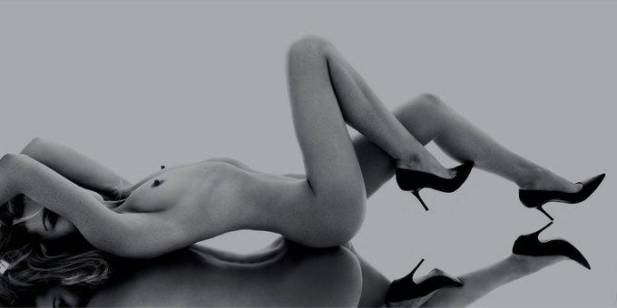 Английская модель Эбби Клэнси снялась обнаженной для журнала Hunger Magazine. Изображение № 5.