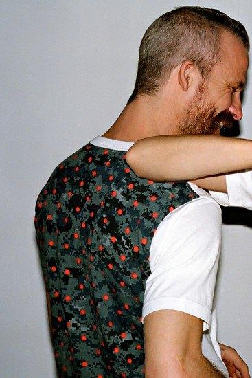 Марки Supreme и Comme des Garcons Shirt выпустили совместную коллекцию одежды. Изображение № 7.