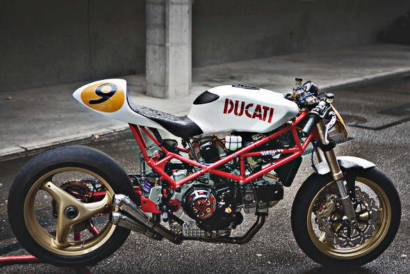 Создатели нашумевшего каферейсера Ducati 9 1/2 выставили свой мотоцикл на продажу. Изображение № 1.