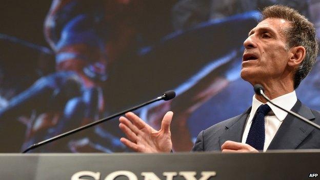 Sony потребовала от СМИ удалить украденную хакерами информацию. Изображение № 1.
