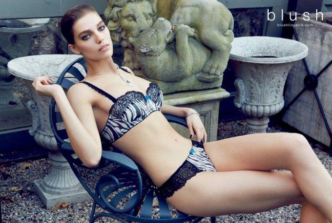 Модель Саманта Градовилль снялась в рекламе Blush. Изображение № 7.