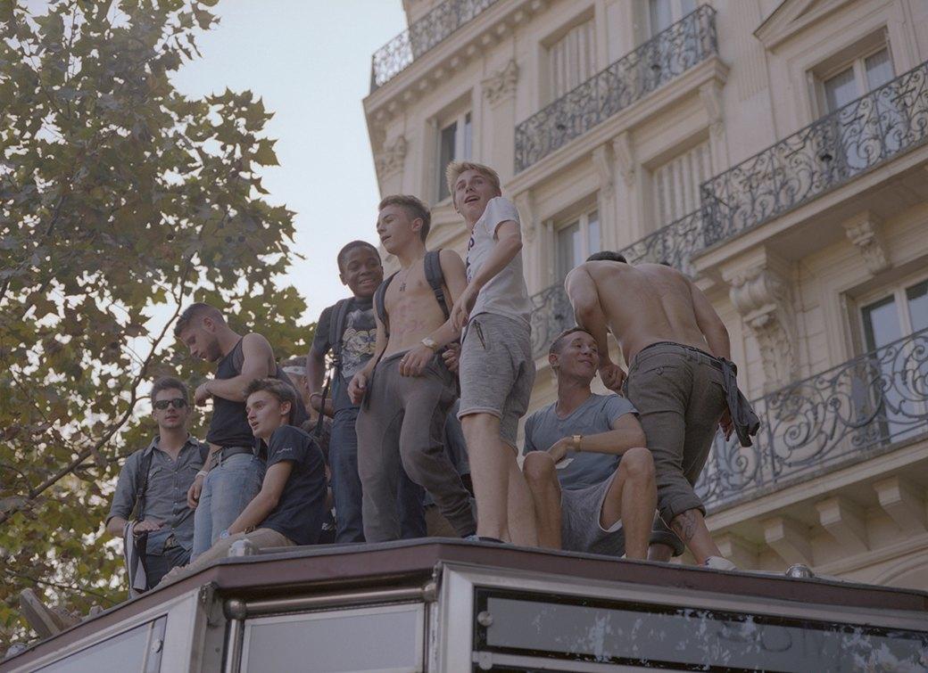 Фотопроект: Парижские гопники захватывают центр города ради техно-рейва. Изображение № 1.