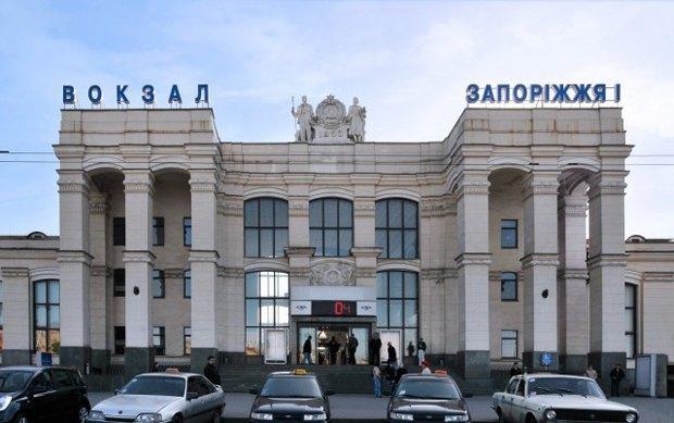 Пару, занимавшуюся сексом на рельсах в Запорожье, переехал поезд. Изображение № 1.