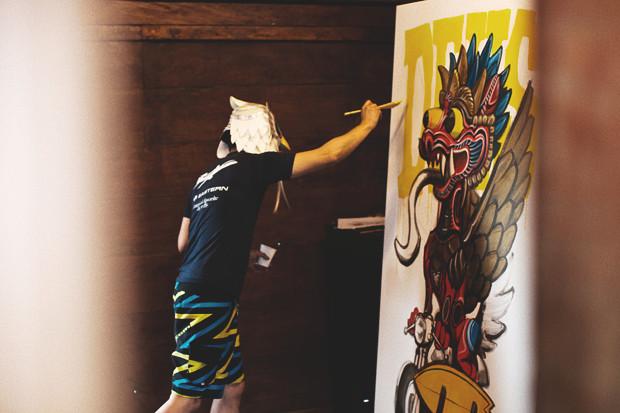 Гонки по пляжу, серфы и бесконечное лето: Репортаж из мастерской Deus Ex Machina на острове Бали. Изображение №27.