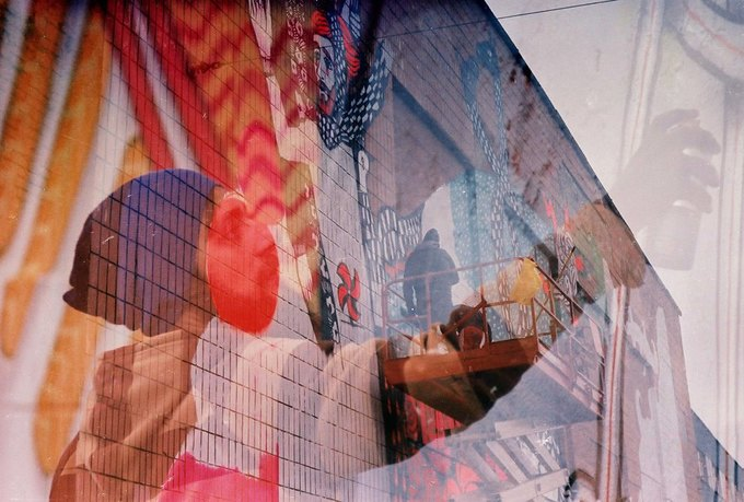 Граффити-художники Os Gemêos разрисуют городские стены Минска. Изображение № 1.