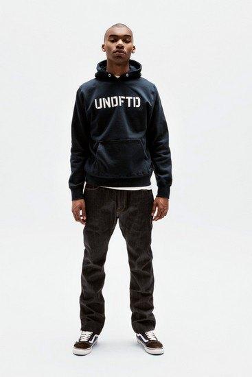 Марка Undefeated опубликовала лукбук весенней коллекции одежды. Изображение № 19.
