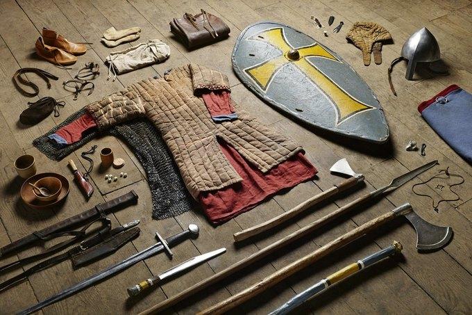 Британец сфотографировал всё военное снаряжение начиная с XI века. Изображение № 1.