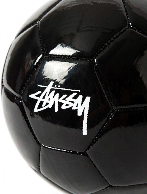 Марка Stussy выпустила мяч к чемпионату мира по футболу. Изображение № 4.