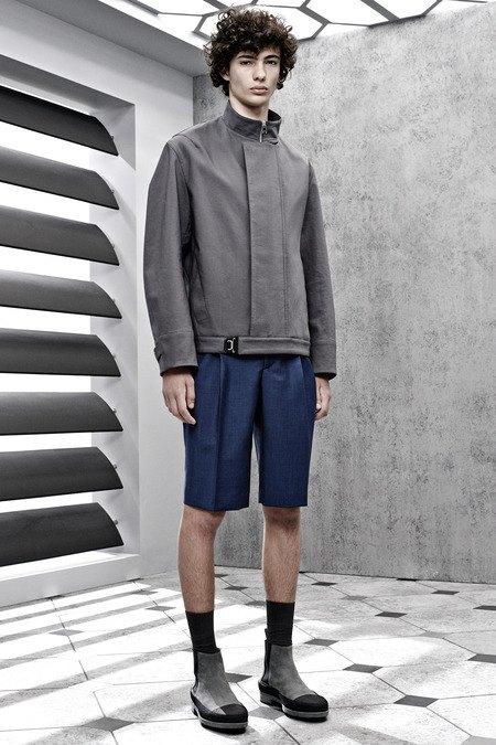 Французский бренд Balenciaga опубликовал лукбук новой коллекции. Изображение № 9.