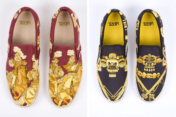 Не так давно стилист Роберт Верди попросил Vans сделать для него особенные слипоны и даже выдал им материал для работы — винтажные платки Hermes. Изображение №1.