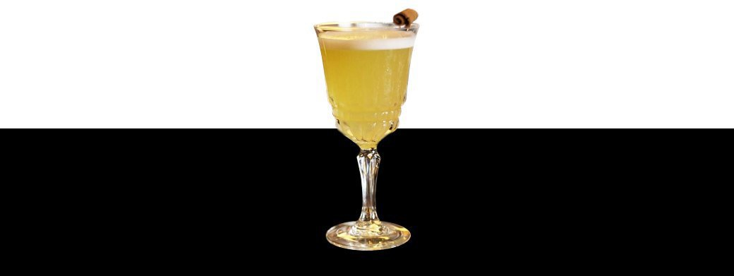 Коктейль: Henri's Gold Sour на основе пряного рома. Изображение № 1.