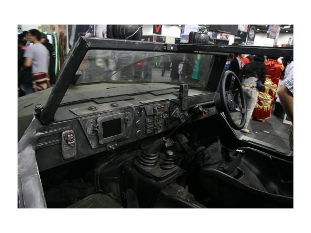 Англичанин превратил Land Rover в бронемобиль из игры Halo. Изображение № 6.