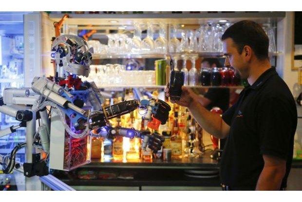 В Германии открылся бар с роботом-барменом. Изображение № 6.