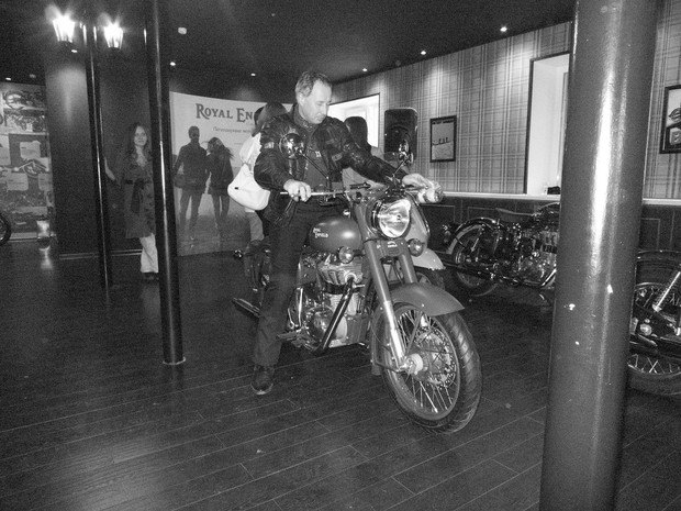 В Москве официально открылся салон мотоциклов Royal Enfield. Изображение № 6.