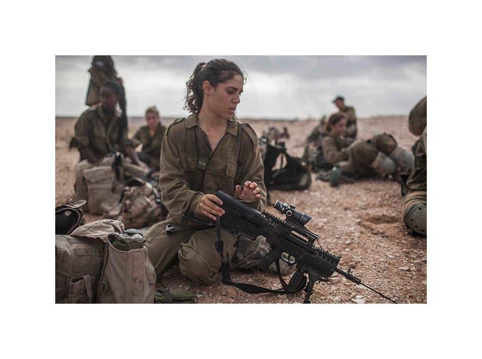 Фотопроект: Как служат женщины в армии Израиля. Изображение № 38.