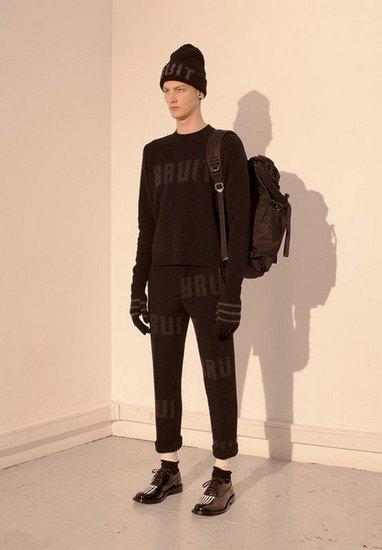 Марка Undercover опубликовала лукбук осенней коллекции одежды. Изображение № 27.