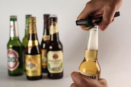 Студия Spicebox выпустила чехол для iPhone 4 с открывашкой для пива. Изображение № 1.