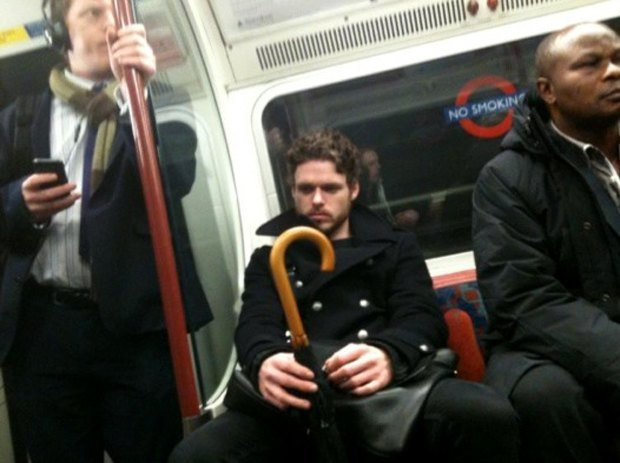 Мужчинам в Британии могут запретить сидеть в транспорте с широко расставленными ногами. Изображение № 1.