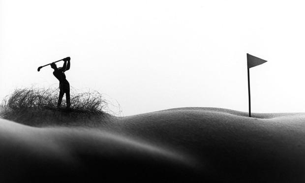 Фотограф Аллан Тегер выпустил серию работ, использовав в качестве пейзажа обнаженные тела. Изображение № 11.