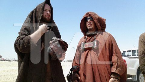 В сеть попали первые снимки со съемочной площадки новых «Звездных войн». Изображение № 2.