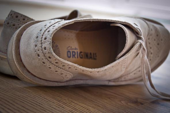 Изображение 3. Обувная компания Clarks выпустила замшевые броги.. Изображение № 2.