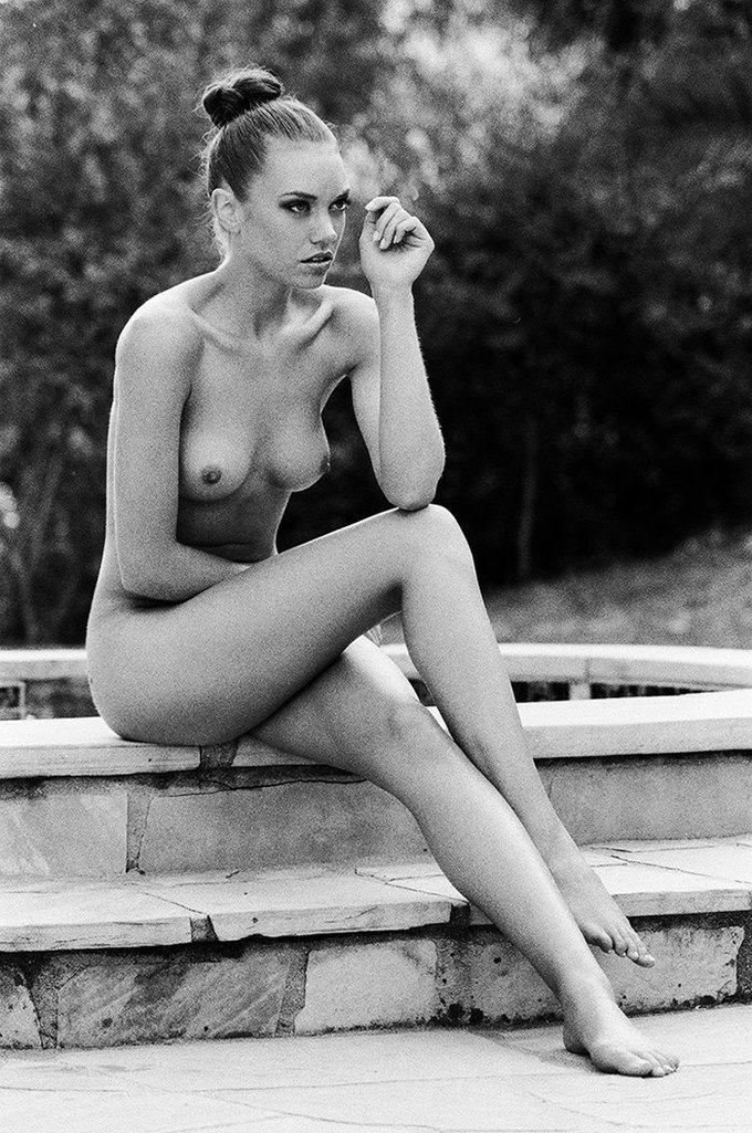 Американская модель Яна Ли сфотографировалась для эротического блога Nowear Land. Изображение № 10.