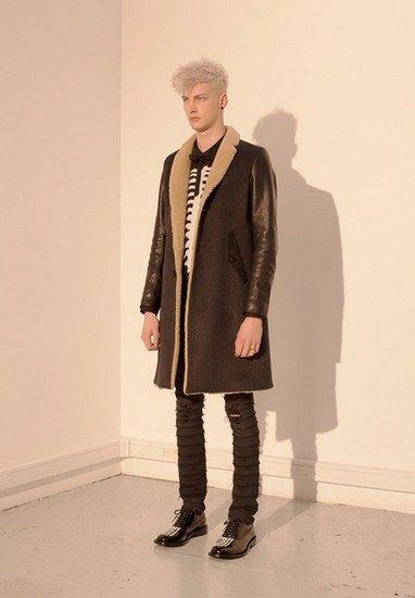 Марка Undercover опубликовала лукбук осенней коллекции одежды. Изображение № 45.