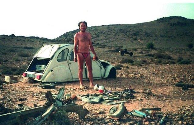 Француз выбрался из пустыни, превратив сломанную машину в мотоцикл. Изображение № 2.