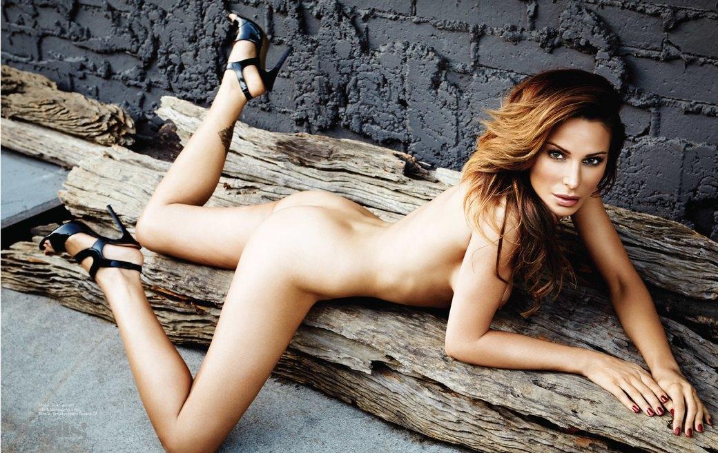 Стив Шоу сфотографировал актрису и модель Тину Каскиани для нового номера журнала Treats!. Изображение № 2.