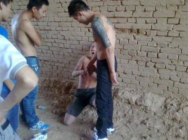 Китайский бандит потерял телефон с коллекцией личных фото: смотрим и обсуждаем. Изображение № 17.