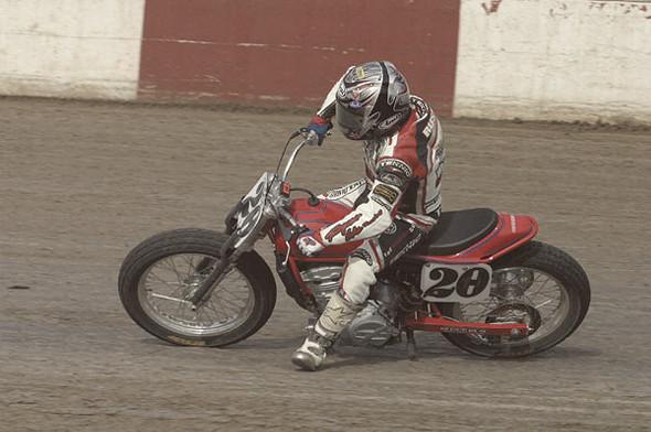История и особенности мотоциклов для гонок по грязевому овалу —флэт-трекеров. Изображение № 24.