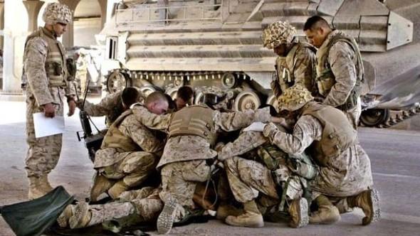 Военное положение: Одежда и аксессуары солдат в Ираке. Изображение № 29.