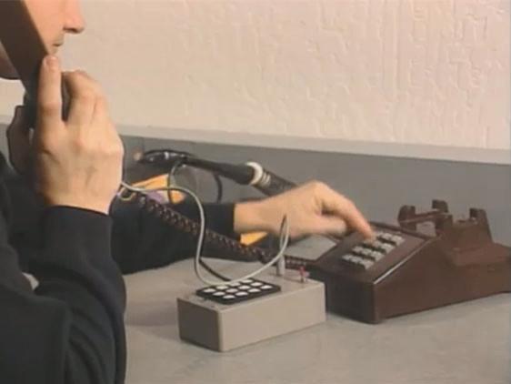 «Синяя коробка» Стива Джобса, с помощью которой он взламывал телефонные сети. Изображение № 1.