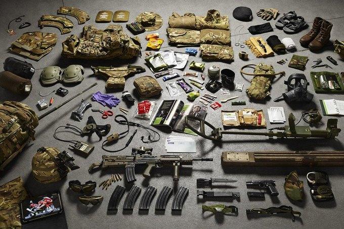 Британец сфотографировал всё военное снаряжение начиная с XI века. Изображение № 12.