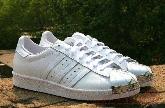 Adidas Originals выпустила кроссовки Superstar 80s с металлическими мысками. Изображение № 2.