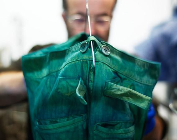Nudie Jeans окрасили вещи из новой коллекции пигментом цветка вайды. Изображение № 6.